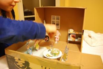 puppenhaus selber basteln aus einem schuhkarton. Black Bedroom Furniture Sets. Home Design Ideas