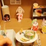 Puppenhaus: selber basteln aus einem Schuhkarton